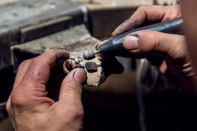 Praktika in der Goldschmiedewerkstatt