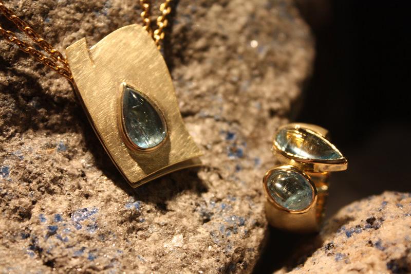 Bild Anhänger mit Aquamarin und Gelbgold und Ring